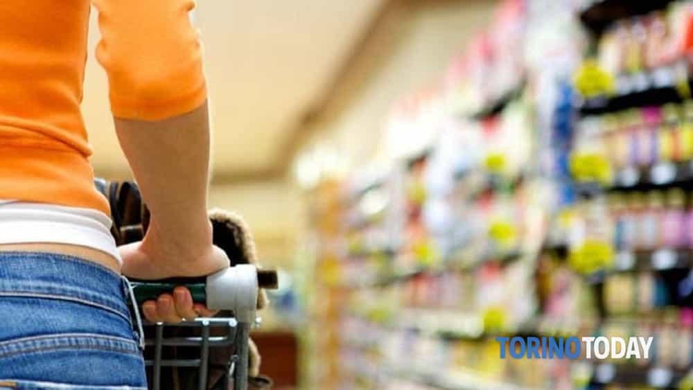Pasqua e Pasquetta, chiusure supermercati e ipermercati: quali e quando