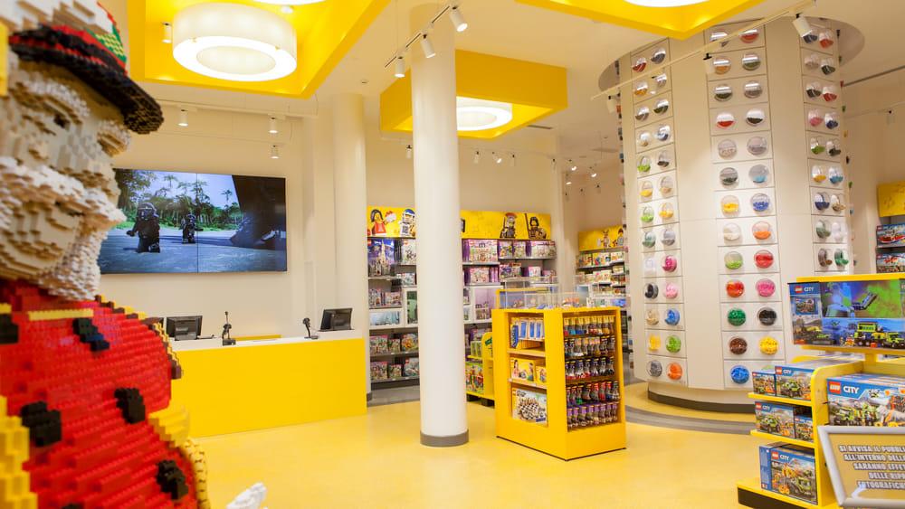 Lego store torino via roma for Lago outlet milano