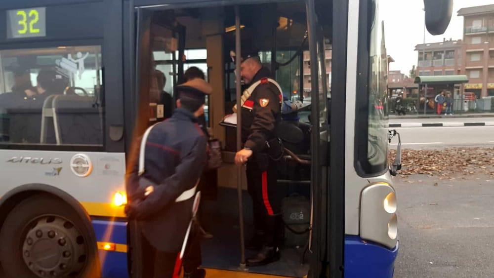 Una persona su sei è senza biglietto: l'esito dei controlli a bordo di 13 autobus - TorinoToday