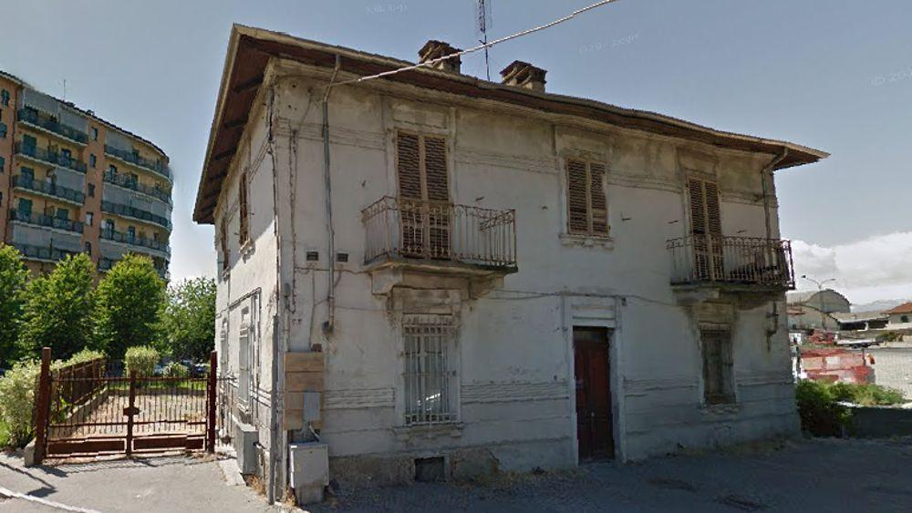 Sperimentazione palazzina abbandonata in via cavagnolo for Case abbandonate italia