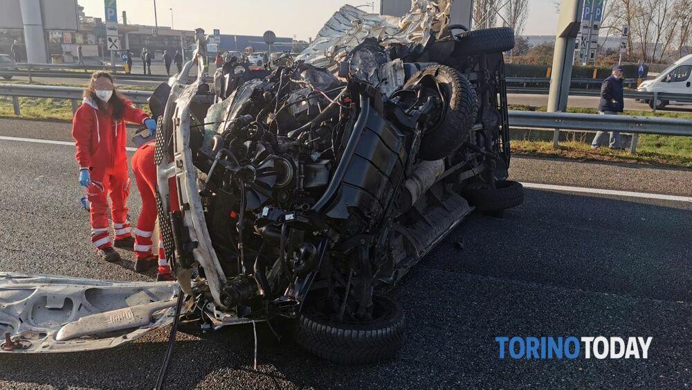 Nichelino, chiusa la tangenziale a causa di un incidente: almeno un ferito